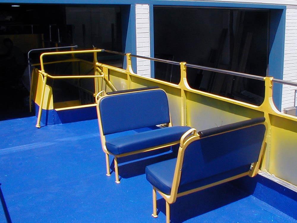 Deckbeschichtung eines Doppeldecker Bus mit Antirutscheffekt