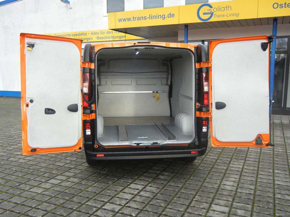 Fahrzeuginnenausbau eines Transporters für den Straßenbau