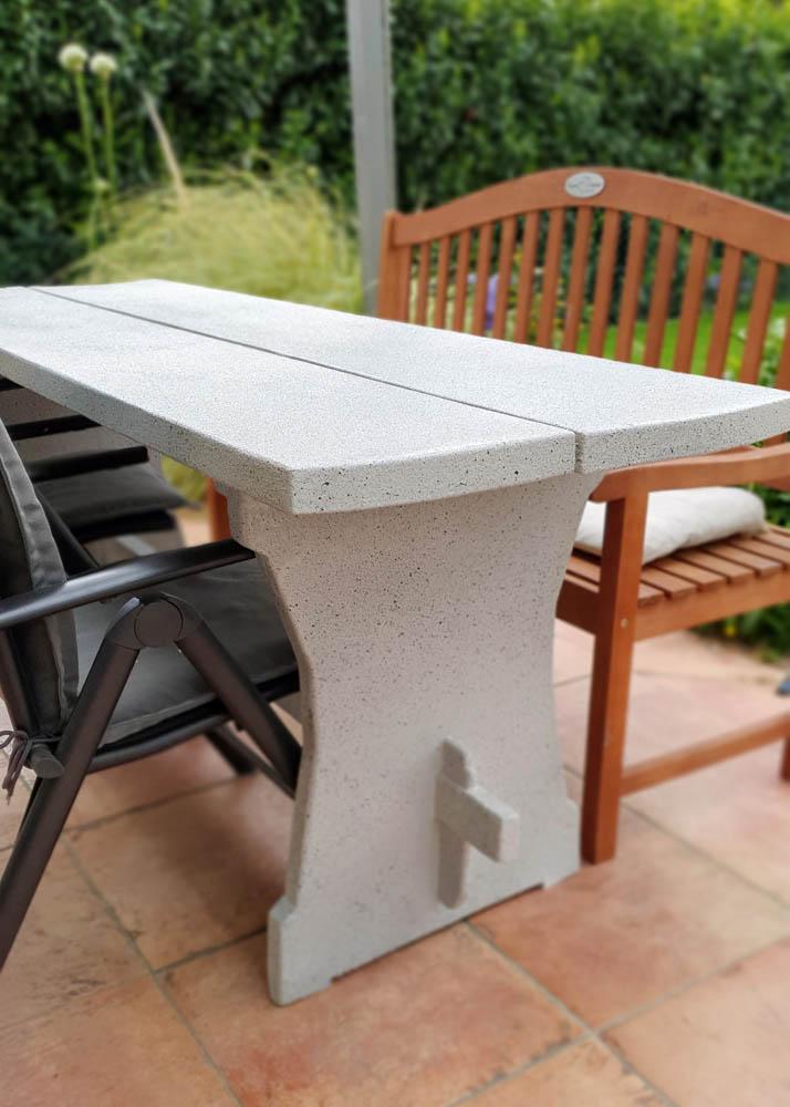 Gartenmöbel Massivholz Tisch aufgearbeitet und beschichtet
