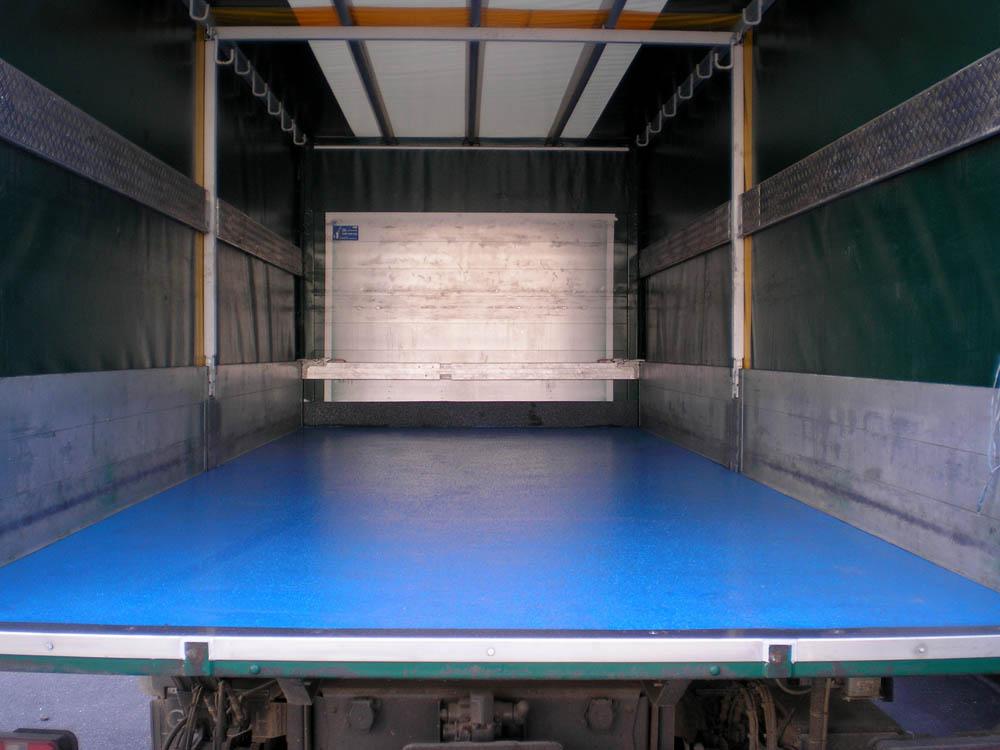 Antirutsch Ladeflächenbeschichtung bei einem LKW