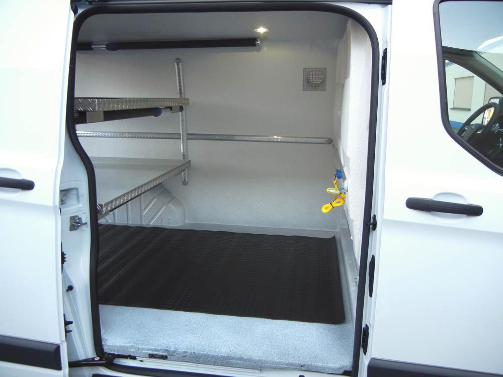 Antirutschmatte im Transporter als Ergänzung zum Hygieneausbau