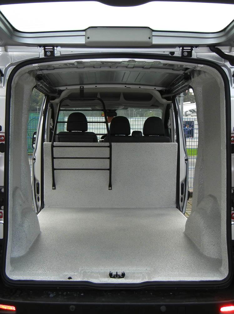Ausbau des Kastenwagen einer Gärtnerei mit wasserdichter Beschichtung