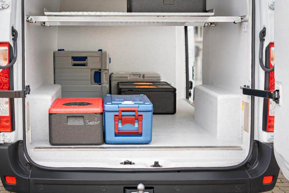 Catering Transporter mit HACCP Ausbau bei der Auslieferung