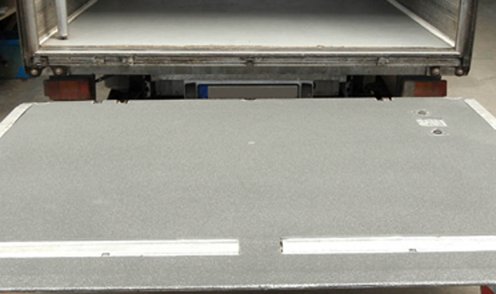 Beschichtung der Ladebordwand von einem LKW