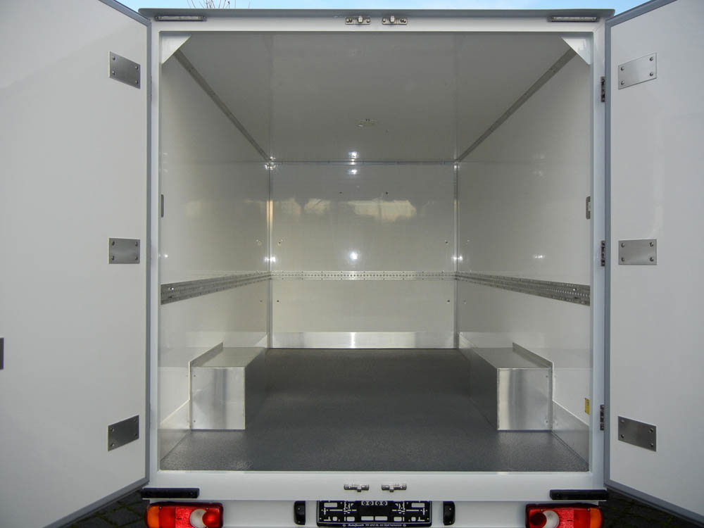 PU Beschichtung der Ladefläche eines Koffer Aufbaus