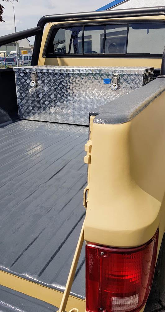 Beschichtung der Ladefläche von einem Pick-Up Oldtimer