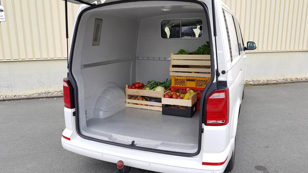 Catering Transporter nach HACCP mit Obst und Gemüse im beschichteten Laderaum