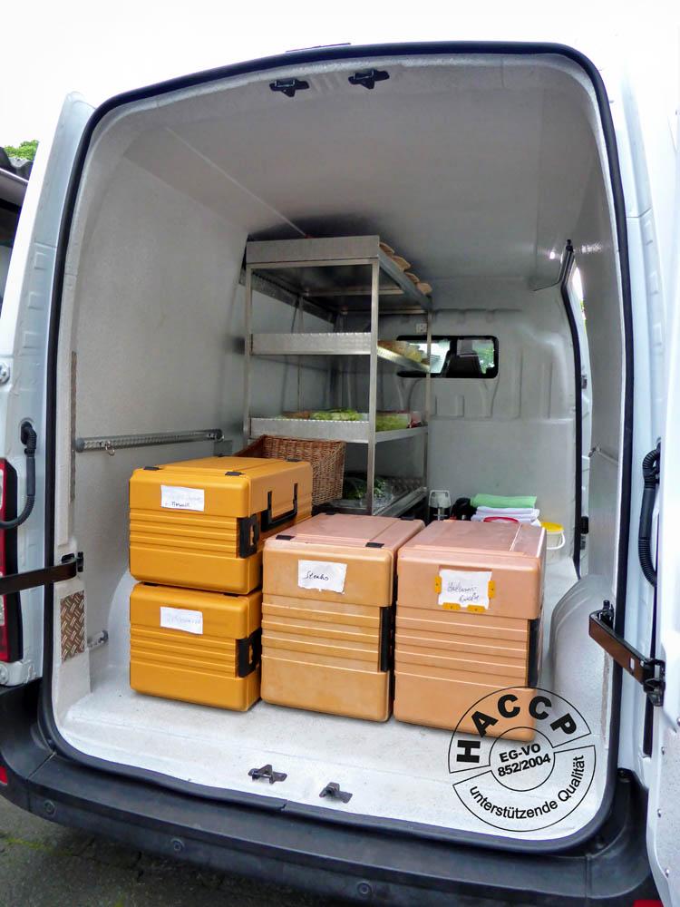 Hygienischer Laderaumausbau im Catering Fahrzeug