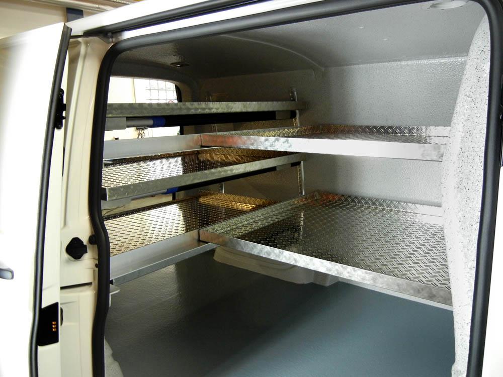 Einlegeböden in einem Metzgerei Lieferwagen zum Transport von nicht stapelfähiger Ware