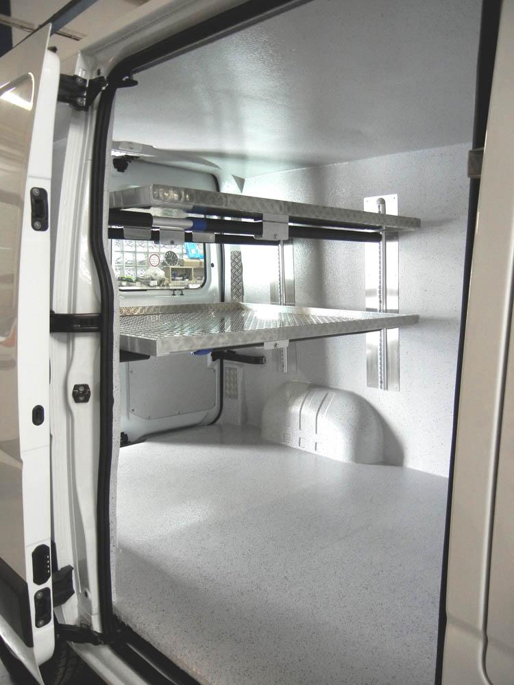 Verstärkte Einlegeböden in einem hygienischen Metzgerei Lieferwagen gemäß Hygieneverordnung