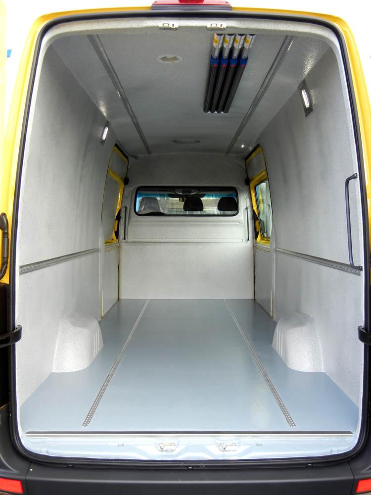 Laderaumbelüftung mit elektrischem Dachlüfter in Kombination mit standard Dachlüfter
