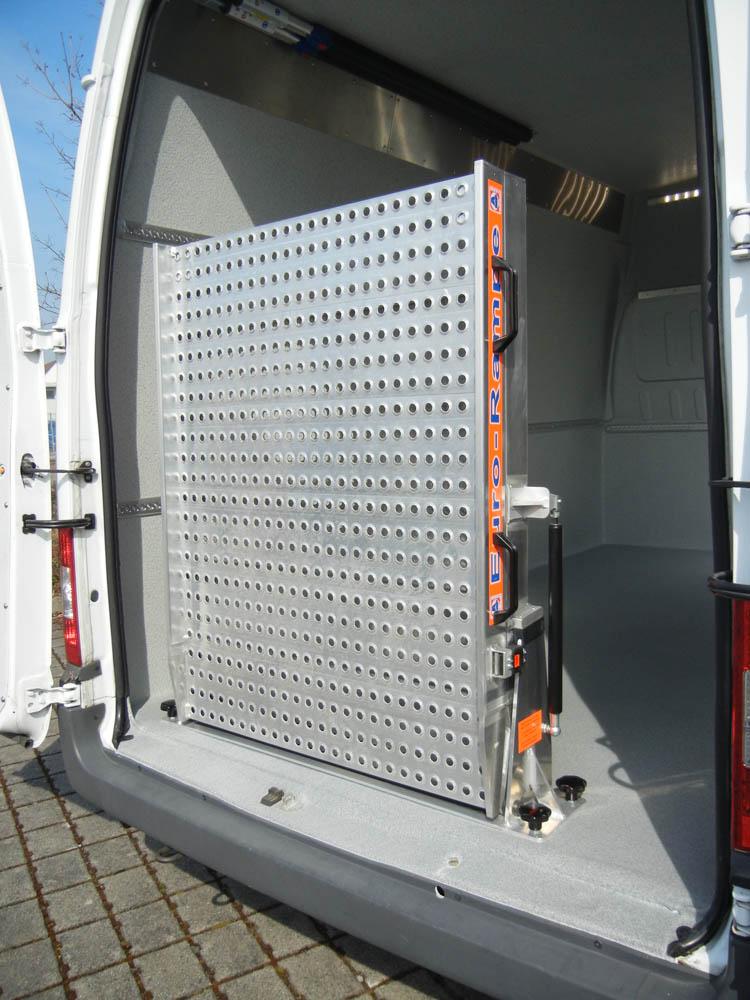 Entnehmbare Euro Laderampe aus Lochblech für Transporter