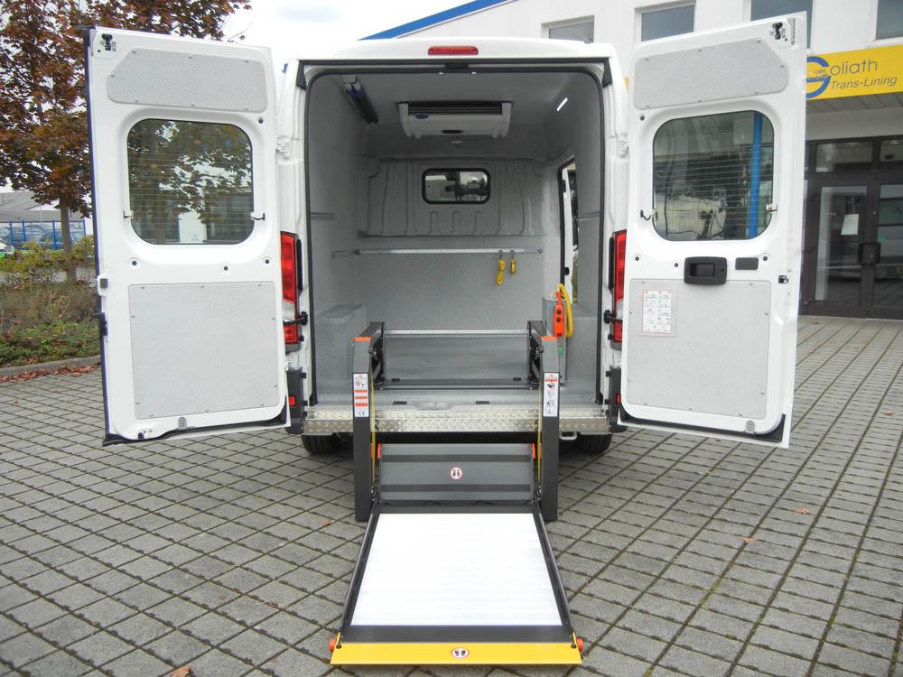 Spezieller Fahrzeugausbau mit Laderaumbeschichtung für ein Tierversuchslabor