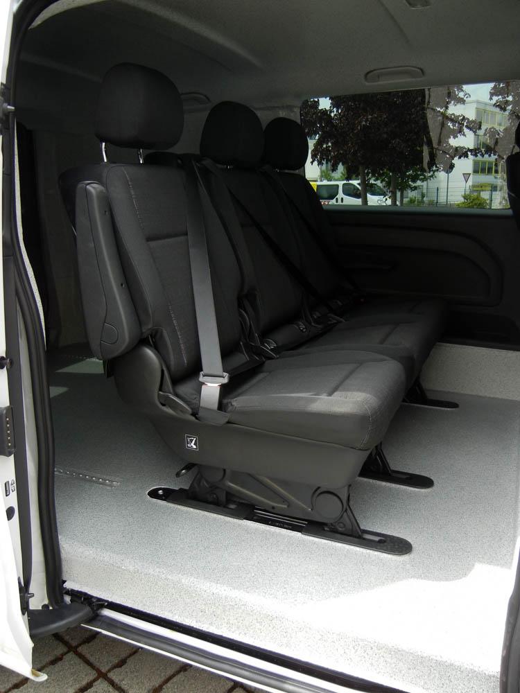 Fahrzeugausbau im Mercedes Vito mit zweiter Sitzreihe und PU-Beschichtung