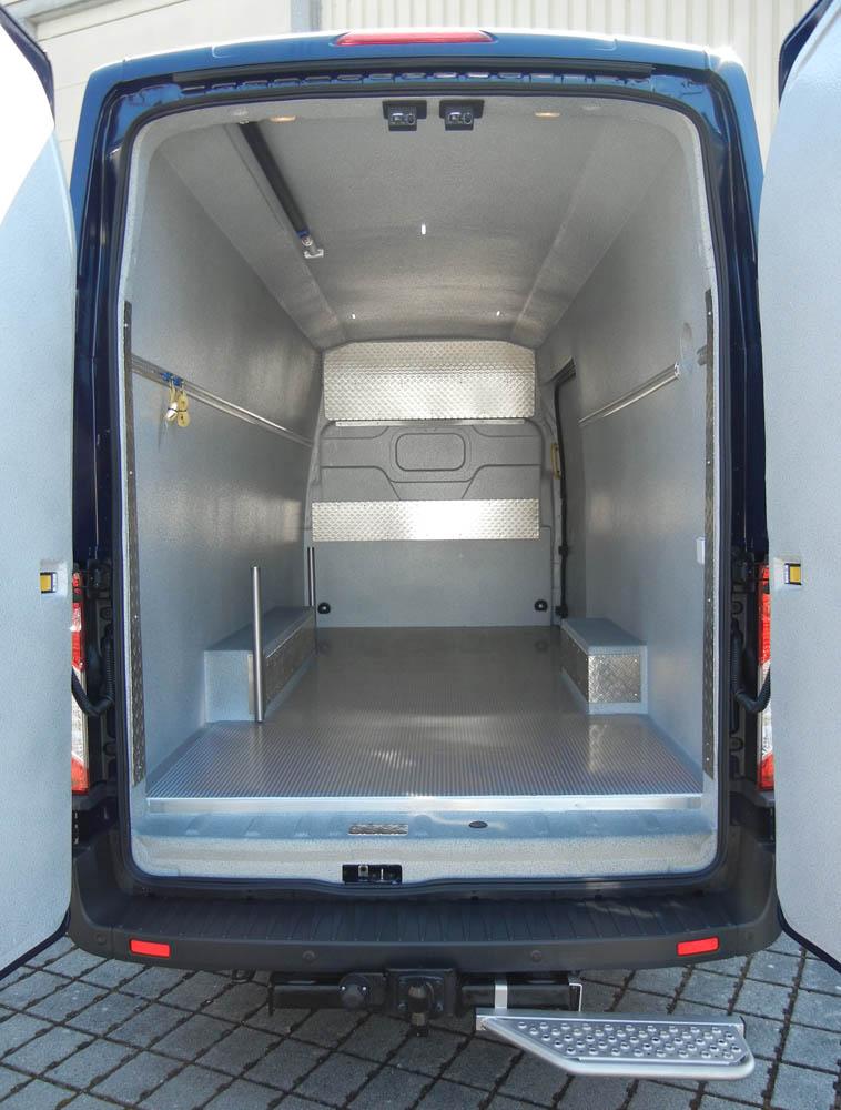 Transporter mit individueller Fahrzeugausstattung zum Blumentransport