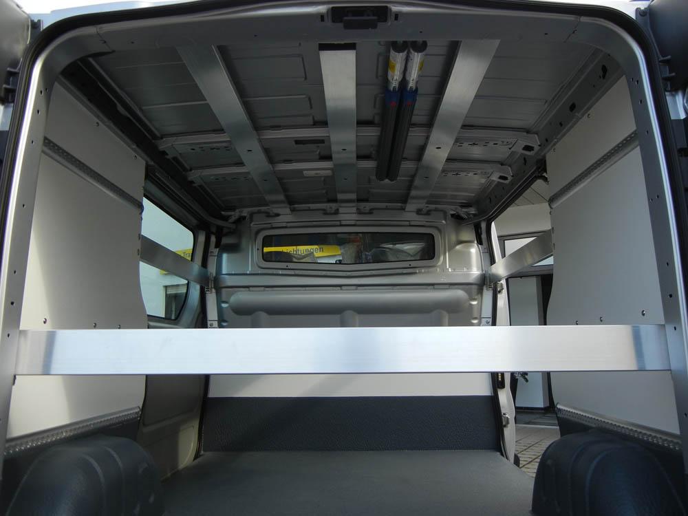 Fahrzeugausstattung für einen Getränkevertrieb mit Laderaumbeschichtung