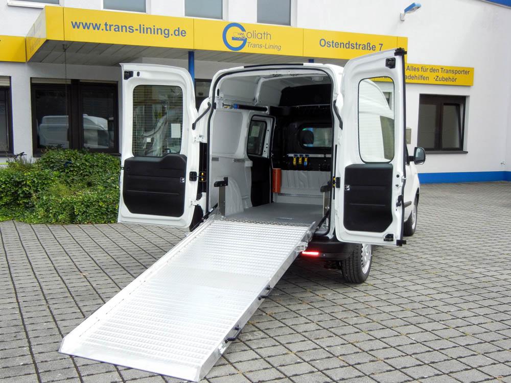 Fahrzeugausstattung für einen Hausmeisterservice mit Laderaumbeschichtung