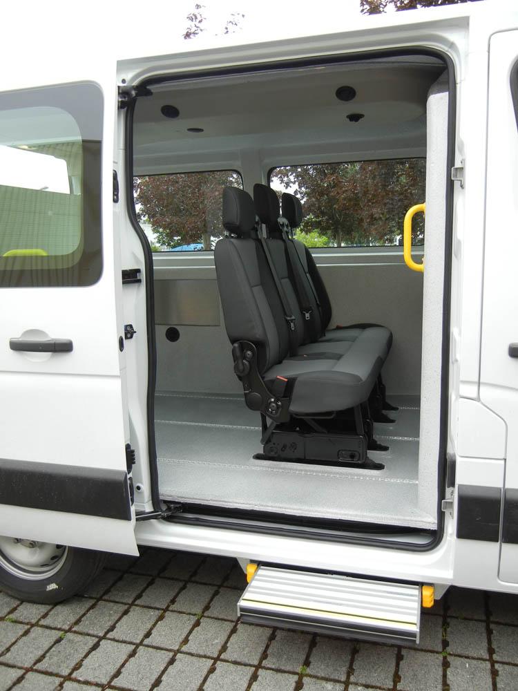 Fahrzeugausstattung zum Transport stark infektiöser Patienten