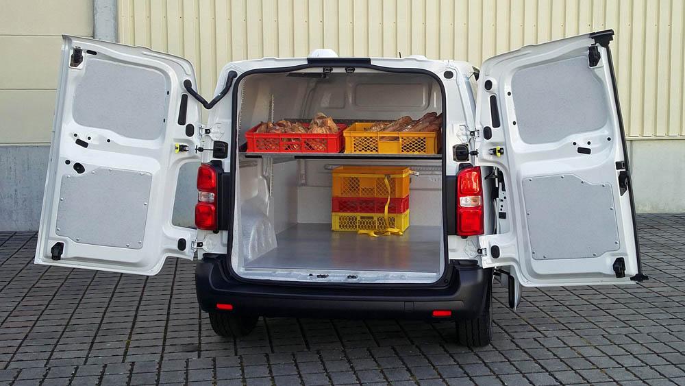 Einteiliger Laderaumausbau in einem Bäckerei Fahrzeug nach LMHV