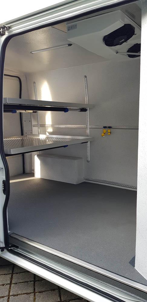 Peugeot Boxer mit Kühlausbau und verstellbaren Einlegeböden