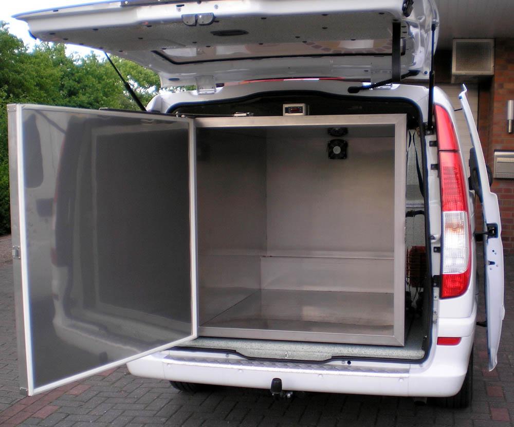 Mobiler Kühlcontainer im Kastenwagen mit 12 V Versorgung