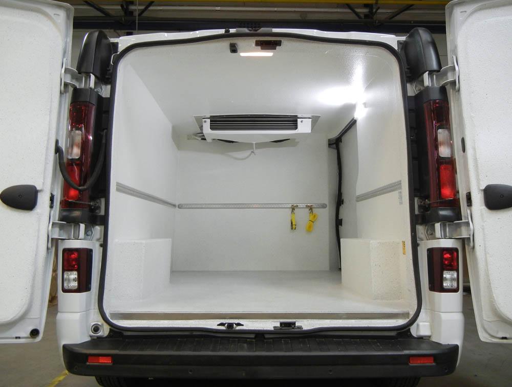 Airline Leisten zur Ladungssicherung im beschichteten Kühlfahrzeug von Goliath Trans-Lining