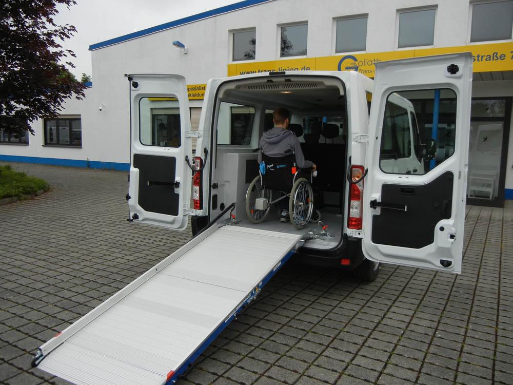 Fahrzeugumbau zum Kliniktransporter für Infektionsfahrten hoch infektiöser Patienten