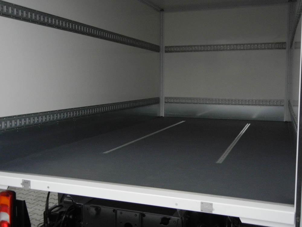Kofferboden ausgestattet mit einer PU-Beschichtung