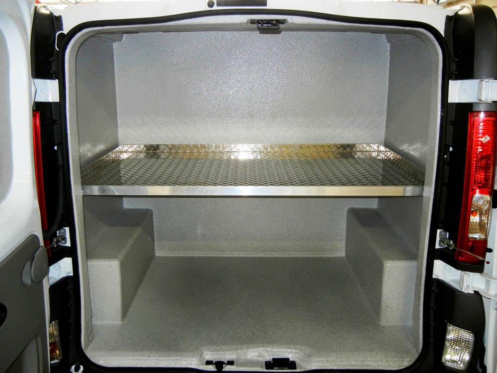 Laderaumausbau mit Beschichtung von drei separaten Abteilen