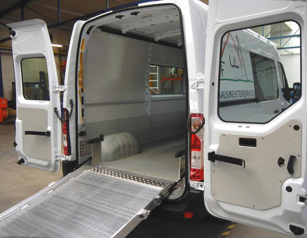 Laderaumausbau eines Kastenwagen mit Laderampe für einen Facility Management Service