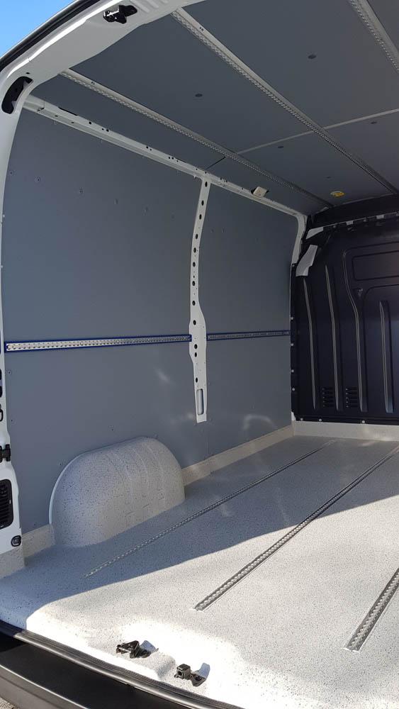 Laderaumausbau Trans-Base Beschichtung und Seitenwandverkleidung in einem Transporter