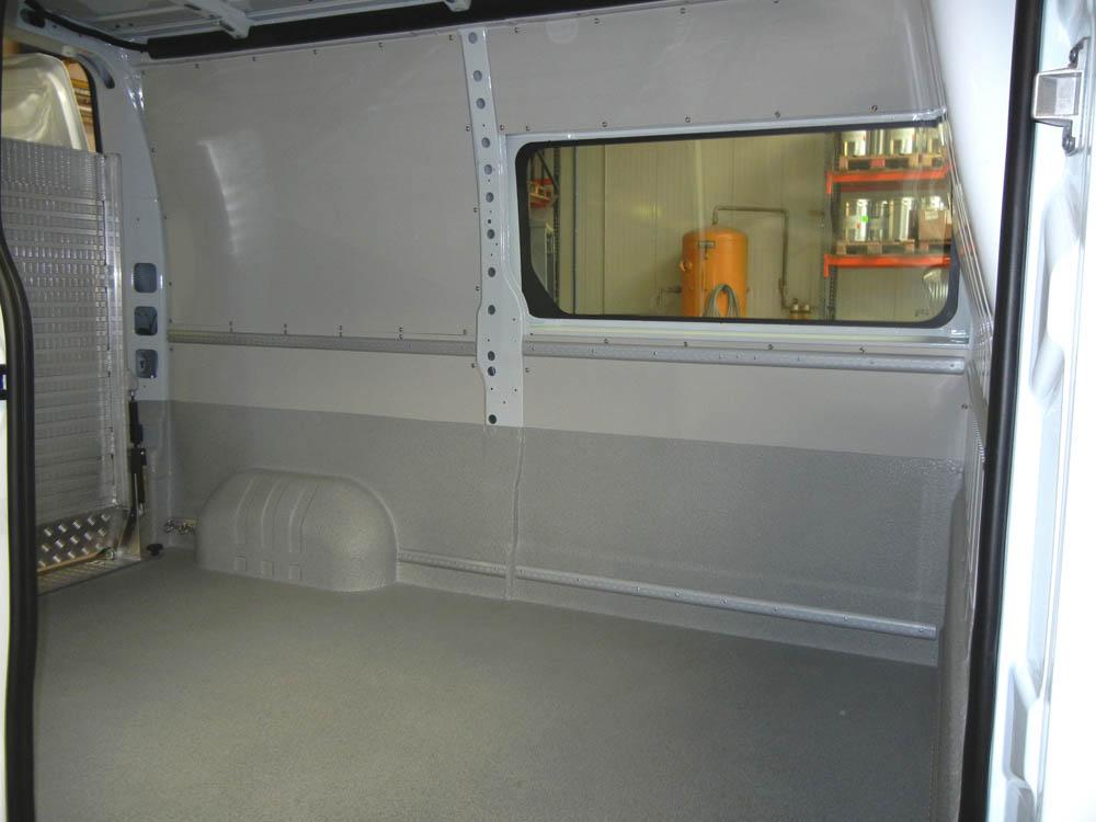 Halbhohe Laderaumbeschichtung eines Kastenwagen für einen Facility Management Service