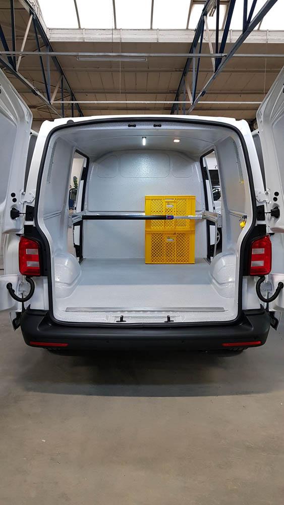Ladungssicherung im Bereich der seitlichen Schiebetür eines Transporters bzw. Lieferwagens