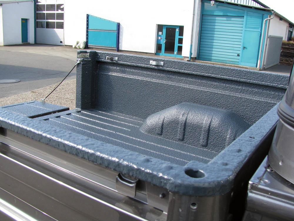 Land Rover Pick-up mit Beschichtung der Ladefläche ist wie eine Laderaumwanne