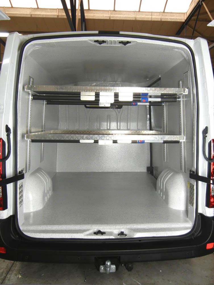 Metzgerei Lieferwagen ausgebaut mit hygienischer Laderaumverkleidung und verstärkten Zwischenböden