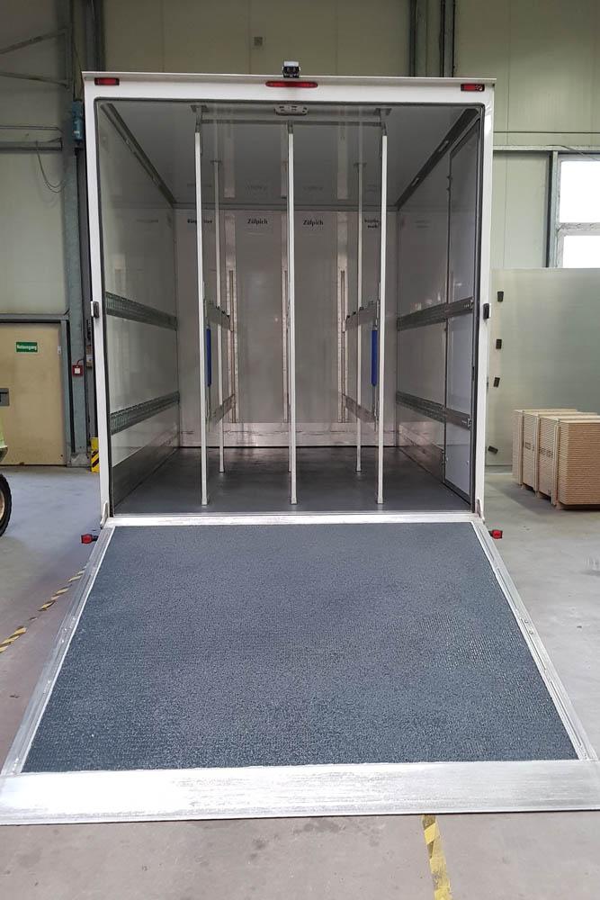 PU-Beschichtung von Kofferboden und Laderampe