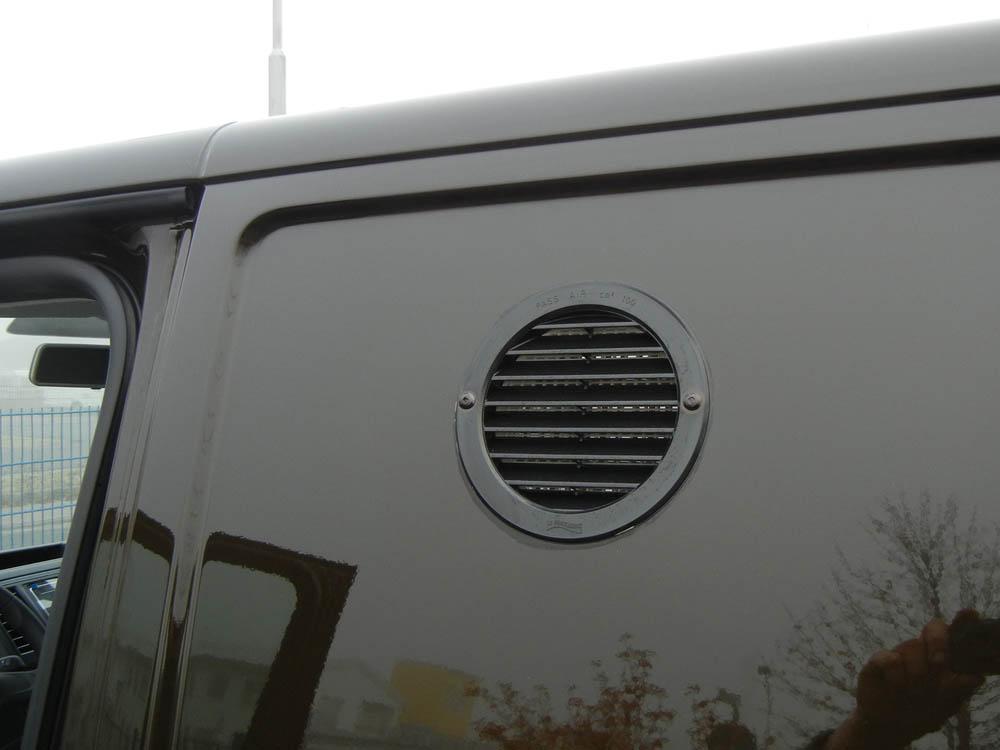 Seitenwandlüfter in schwarzer Ausführung zur Diagonallüftung des Laderaums