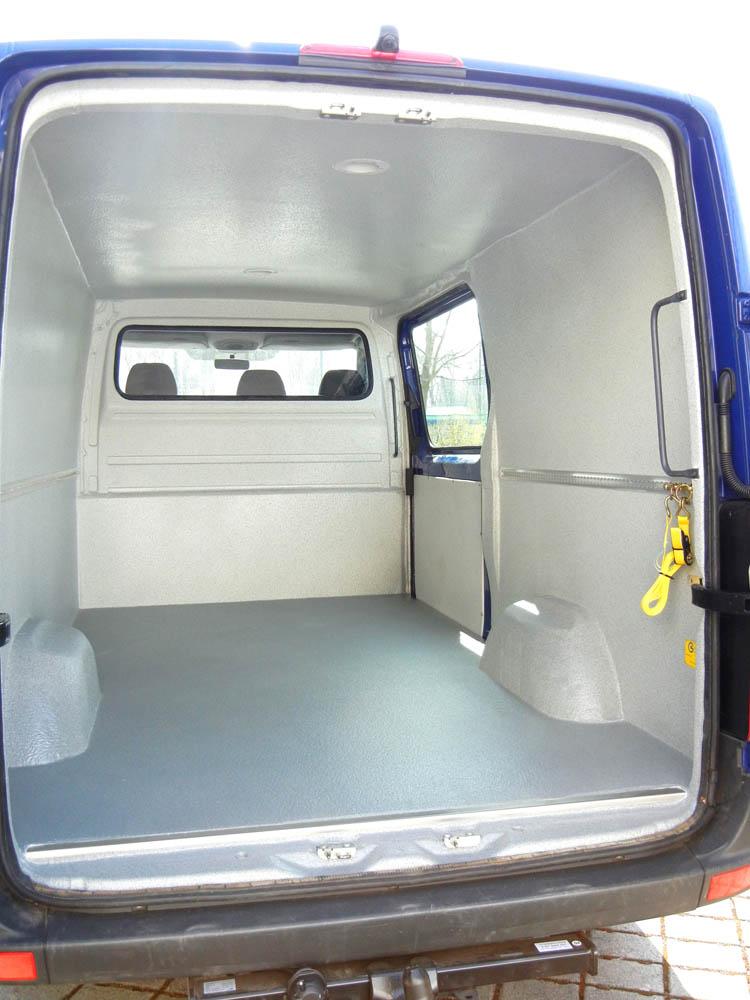 Hygienisch umgebauter Transporter für die Speisenverteilung