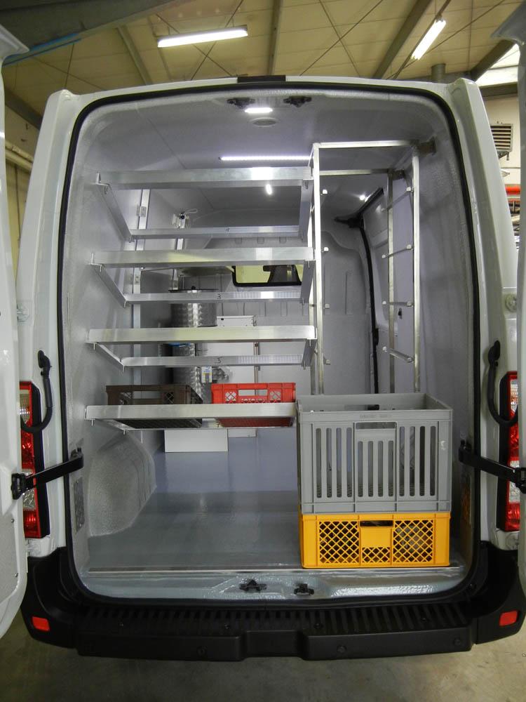 Verkaufsfahrzeug mit Auflagen für Bäckerkörbe und Regal von Goliath Trans-Lining