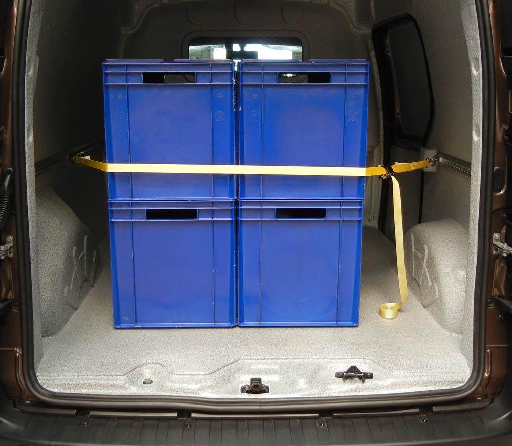Ladungssicherung von Kisten mittels Verzurren mit einem Zurrgurt